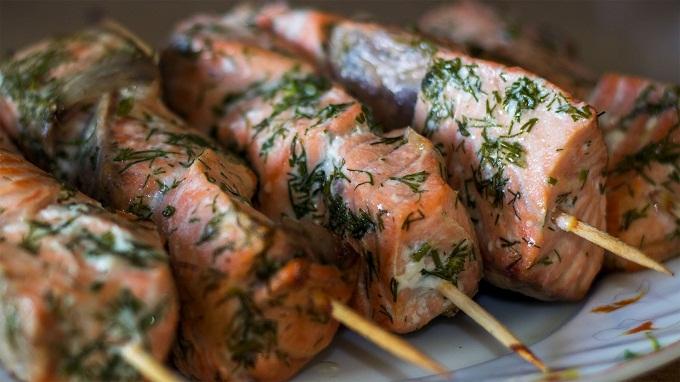 рецепт маринада для стейка из рыбы ниже
